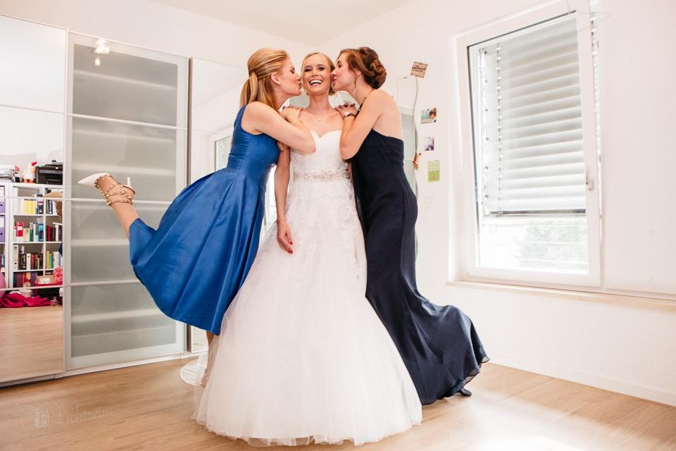 Braut mit Freundinnen Köln