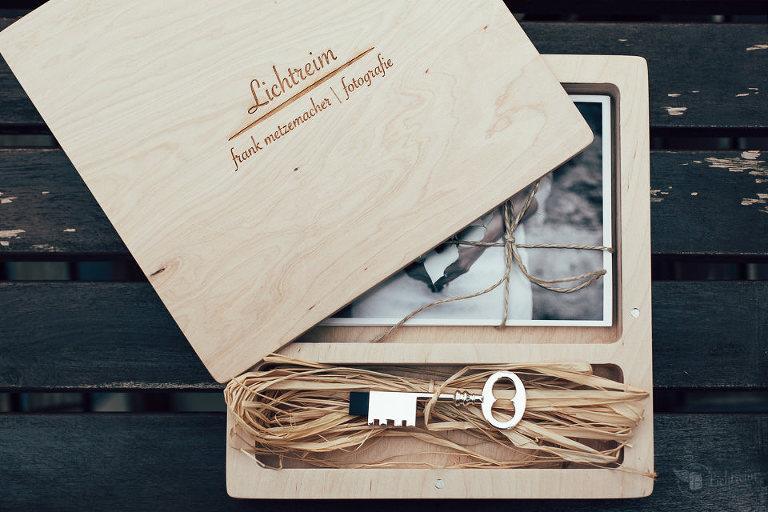 Hochzeitsbox mit Bildern und USB Stick und Deckel