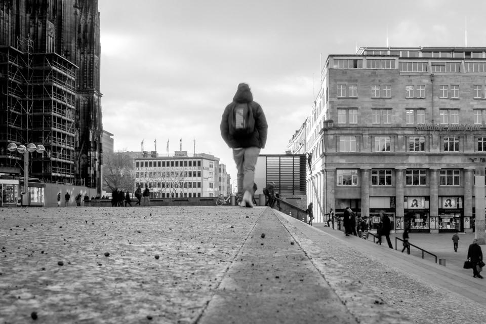 Passant auf Kölner Domplatte
