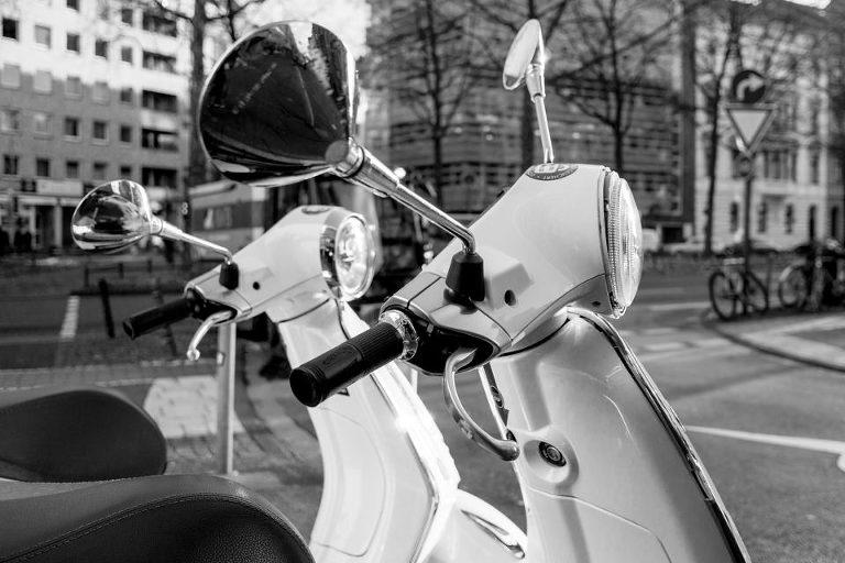 Foto von Vespas in Köln